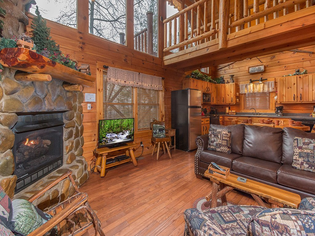 Photo of a Gatlinburg Cabin named Bear Bottom - This is the first photo in the set.