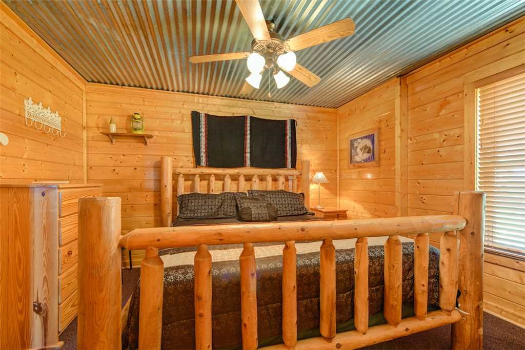 Photo of a Pigeon Forge Cabin named Mountaintop Lodge - This is the thirtieth photo in the set.