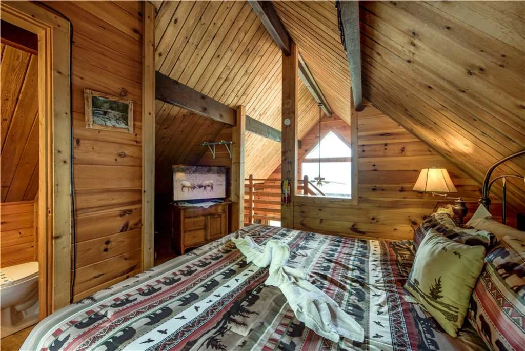 Photo of a Gatlinburg Cabin named Smoky Mountain View - This is the fifteenth photo in the set.