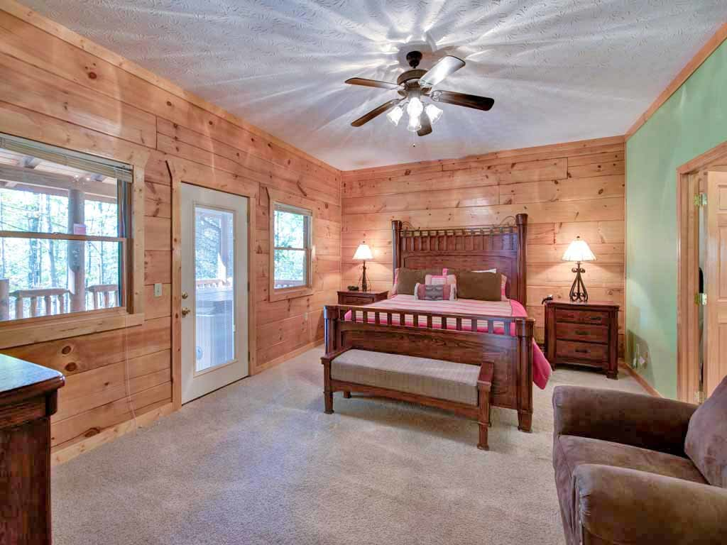 Photo of a Gatlinburg Cabin named Unbridled Spirit - This is the fourteenth photo in the set.