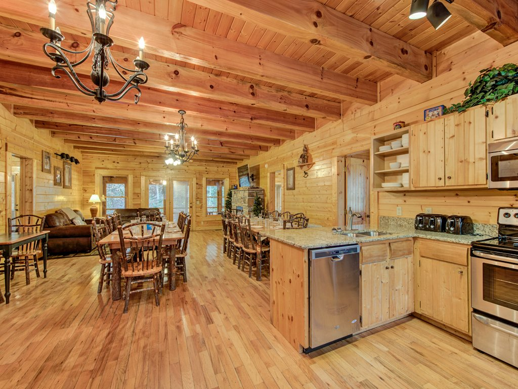 Photo of a Pigeon Forge Cabin named Creekside Getaway - This is the sixth photo in the set.