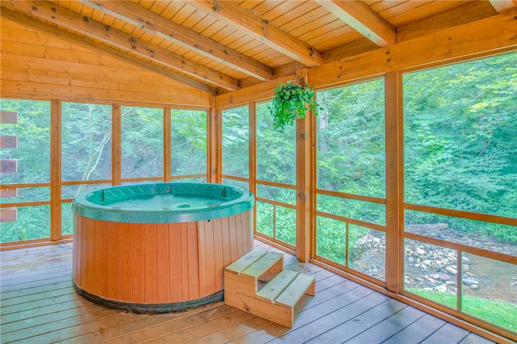 Photo of a Pigeon Forge Cabin named Creekside Getaway - This is the second photo in the set.