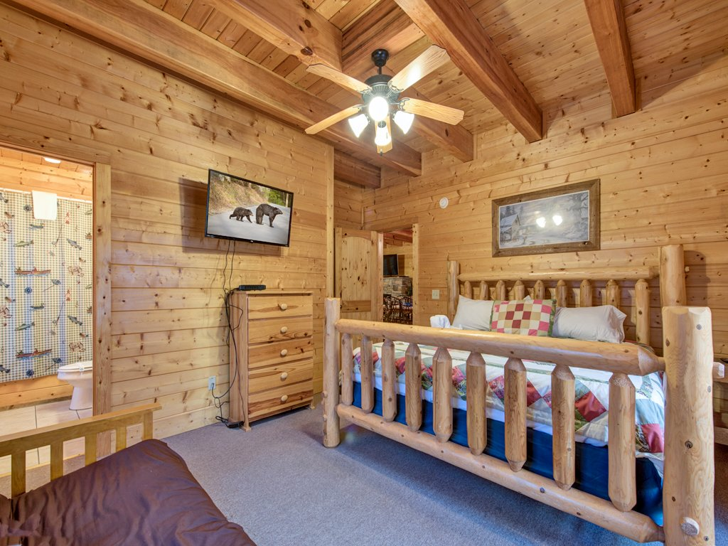 Photo of a Pigeon Forge Cabin named Creekside Getaway - This is the twenty-first photo in the set.