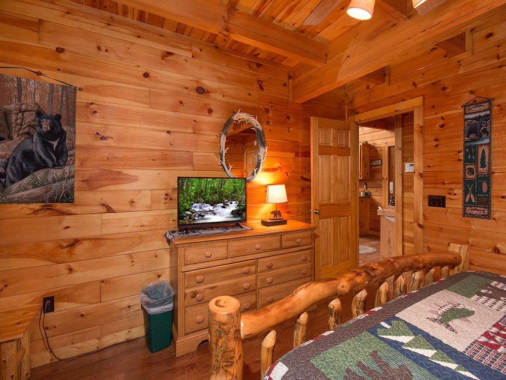 Photo of a Gatlinburg Cabin named Bear Bottom - This is the eighth photo in the set.
