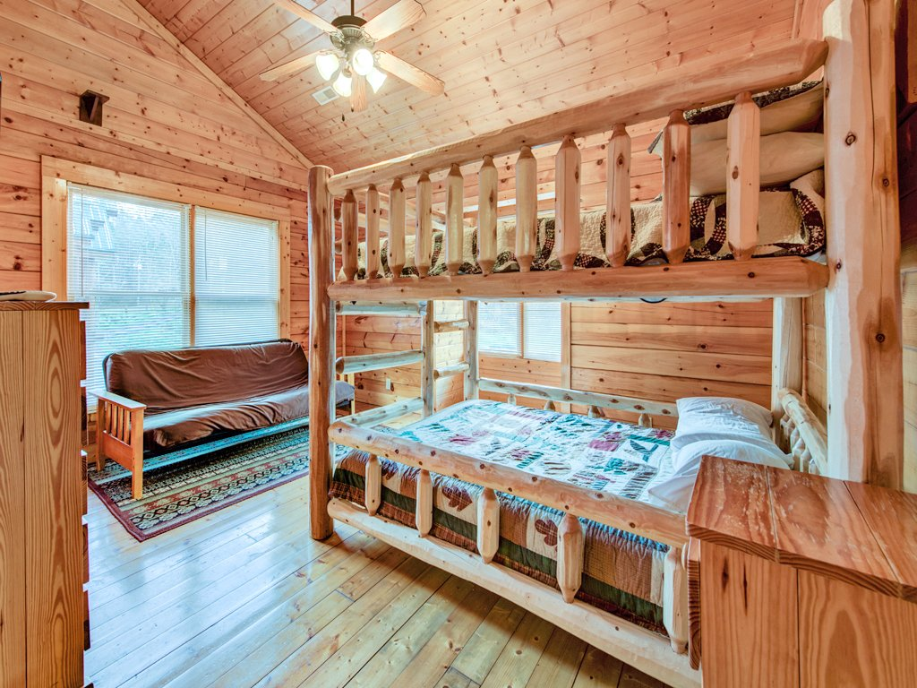Photo of a Pigeon Forge Cabin named Creekside Getaway - This is the thirty-fourth photo in the set.
