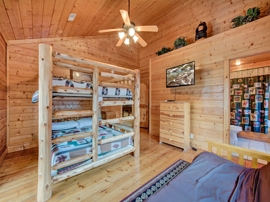 Photo of a Pigeon Forge Cabin named Creekside Getaway - This is the thirty-third photo in the set.