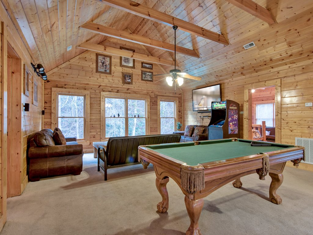 Creekside getaway cabin in pigeon forge w 8 br sleeps42 for Nuvola 9 cabin gatlinburg