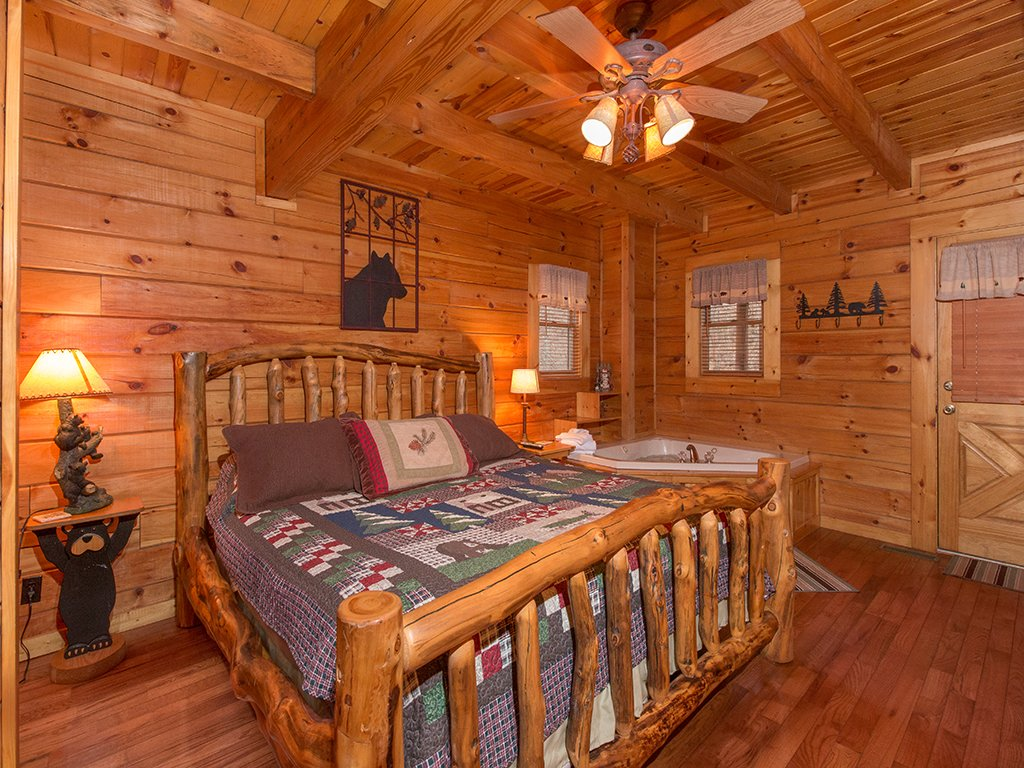 Photo of a Gatlinburg Cabin named Bear Bottom - This is the seventh photo in the set.