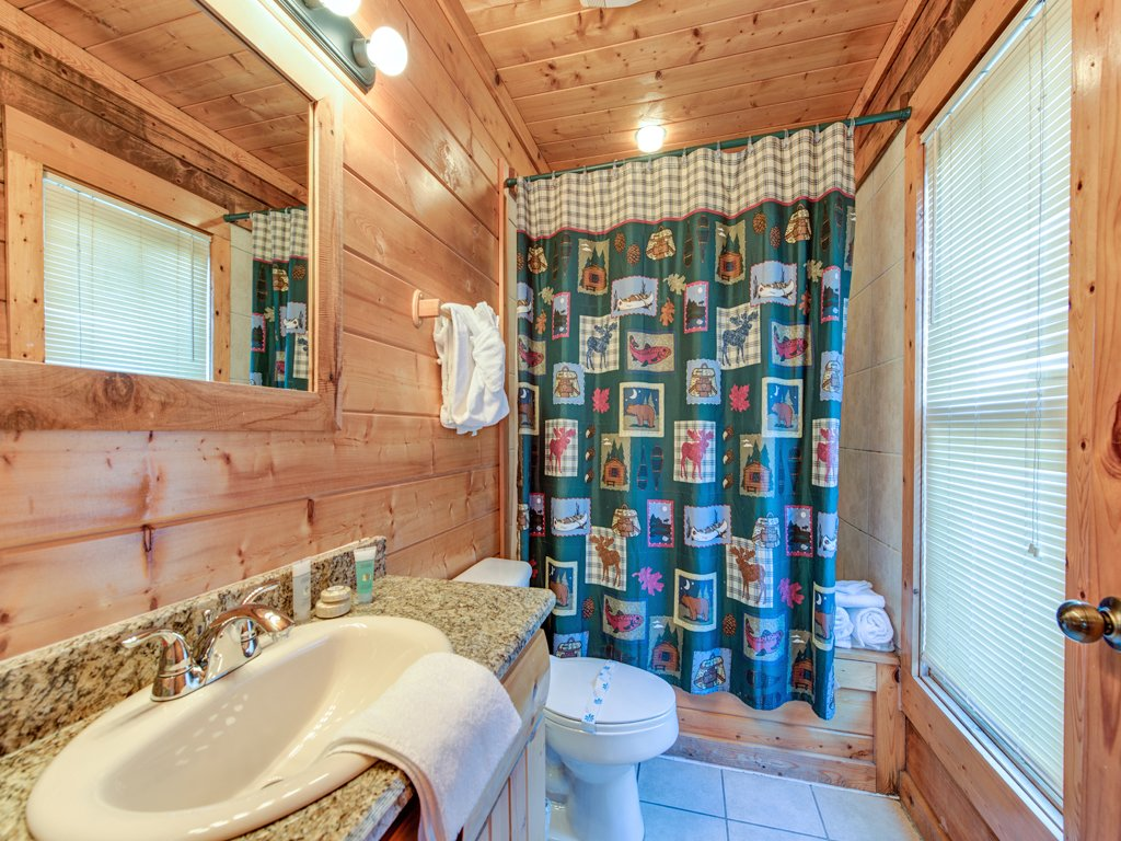 Photo of a Pigeon Forge Cabin named Creekside Getaway - This is the thirty-fifth photo in the set.