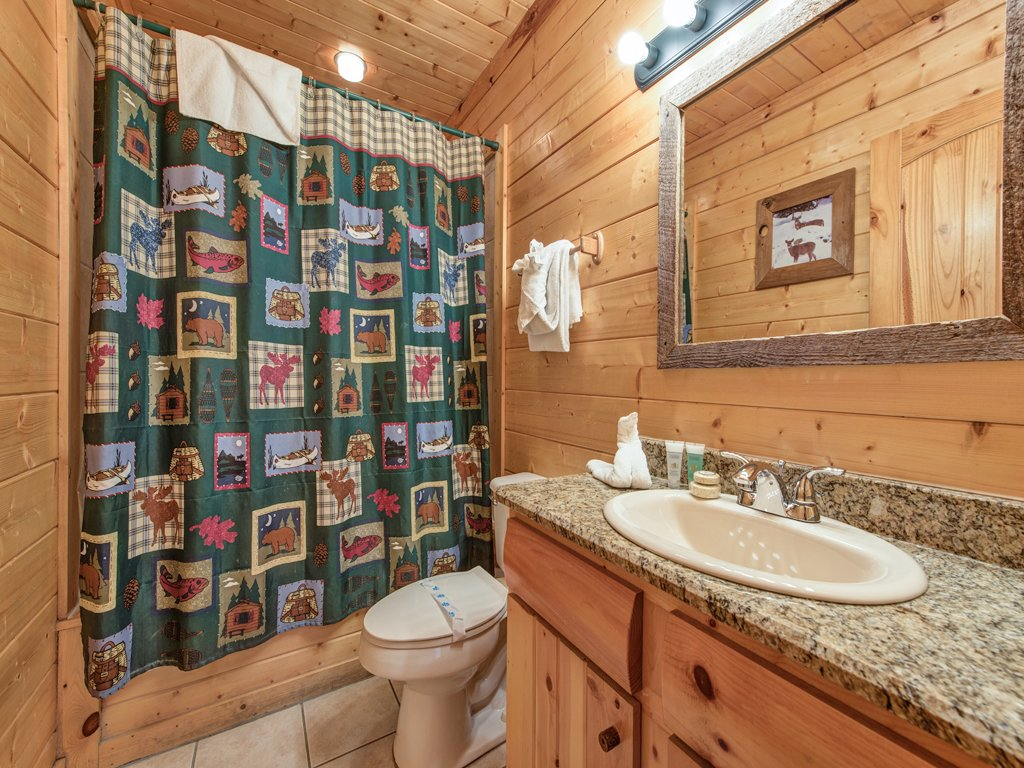 Photo of a Pigeon Forge Cabin named Creekside Getaway - This is the twenty-ninth photo in the set.