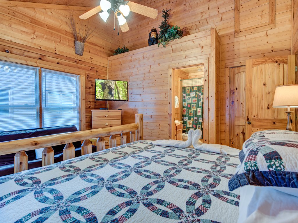 Photo of a Pigeon Forge Cabin named Creekside Getaway - This is the twelfth photo in the set.