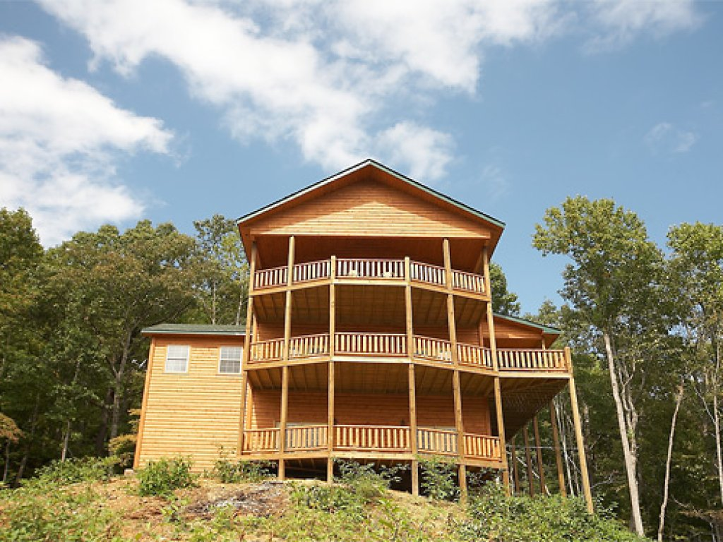 Photo of a Gatlinburg Cabin named The 19th Hole - This is the twenty-first photo in the set.