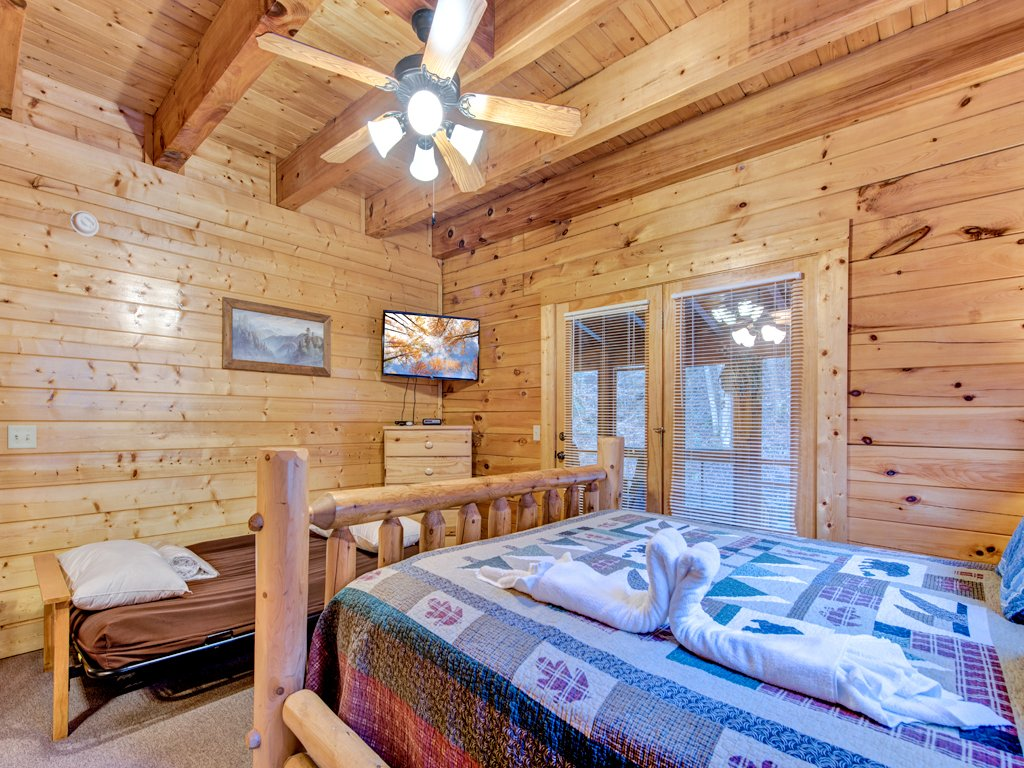Photo of a Pigeon Forge Cabin named Creekside Getaway - This is the twenty-fifth photo in the set.