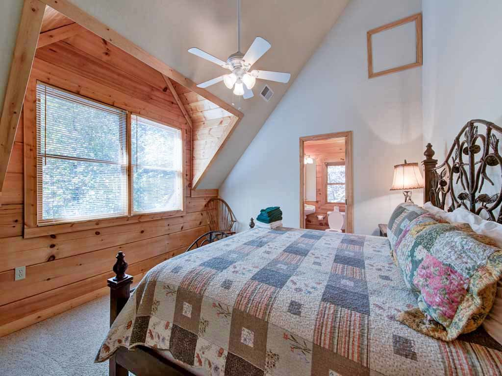 Photo of a Gatlinburg Cabin named Unbridled Spirit - This is the twenty-second photo in the set.