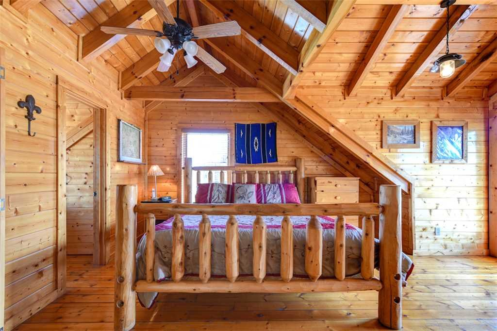 Photo of a Pigeon Forge Cabin named Mountaintop Lodge - This is the sixteenth photo in the set.