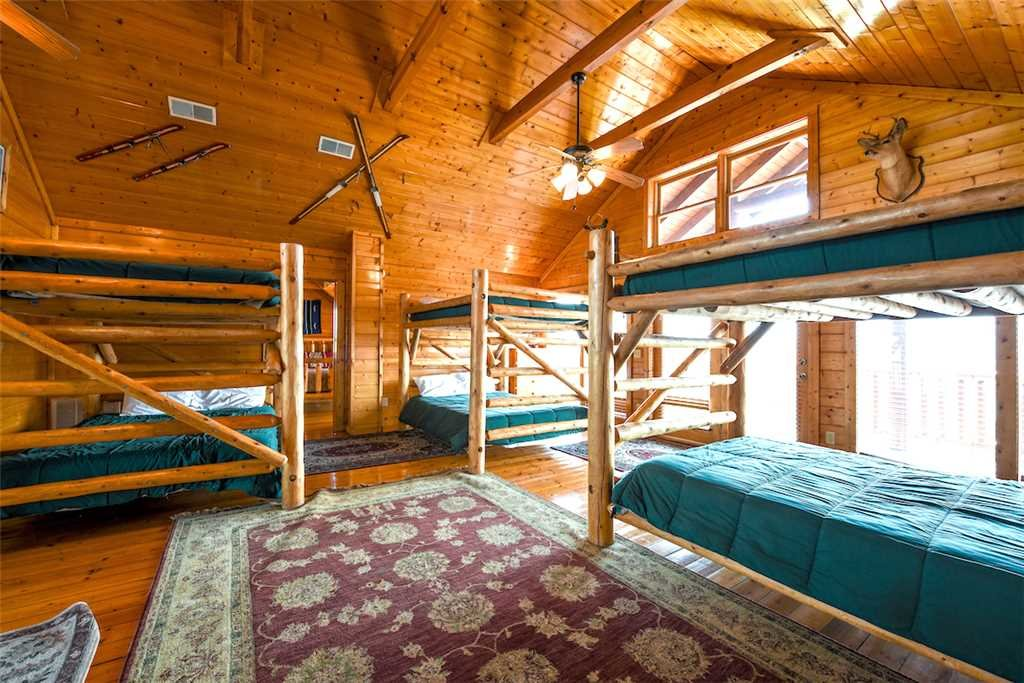 Photo of a Pigeon Forge Cabin named Mountaintop Lodge - This is the thirty-second photo in the set.
