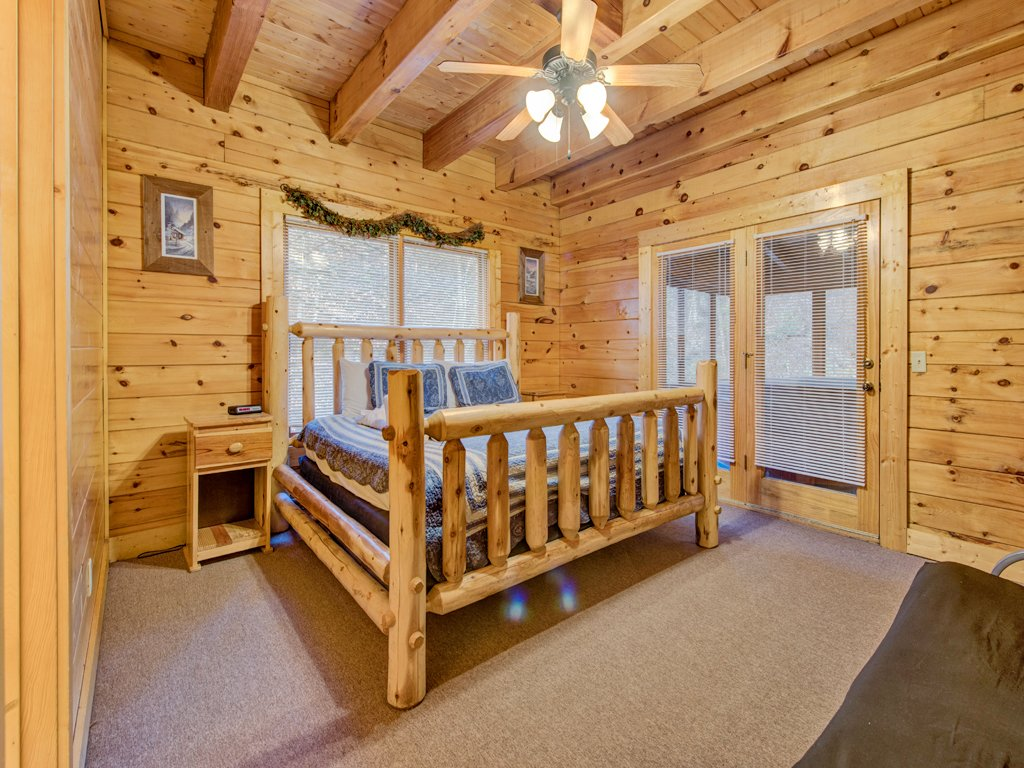 Photo of a Pigeon Forge Cabin named Creekside Getaway - This is the fourteenth photo in the set.