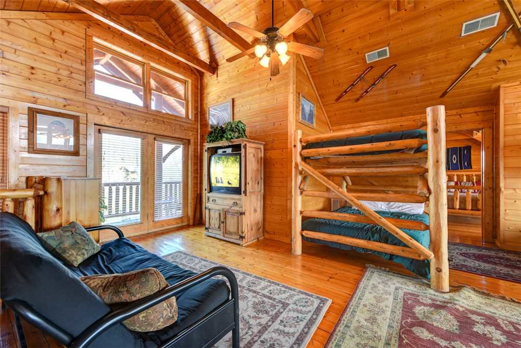 Photo of a Pigeon Forge Cabin named Mountaintop Lodge - This is the thirty-fourth photo in the set.