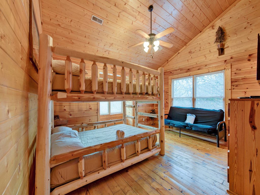 rentals moonshadow cabins located pigeon cabin forge of bedroom in