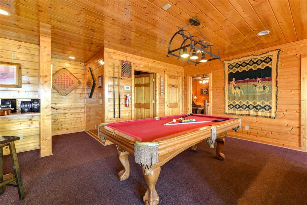 Photo of a Pigeon Forge Cabin named Mountaintop Lodge - This is the seventh photo in the set.