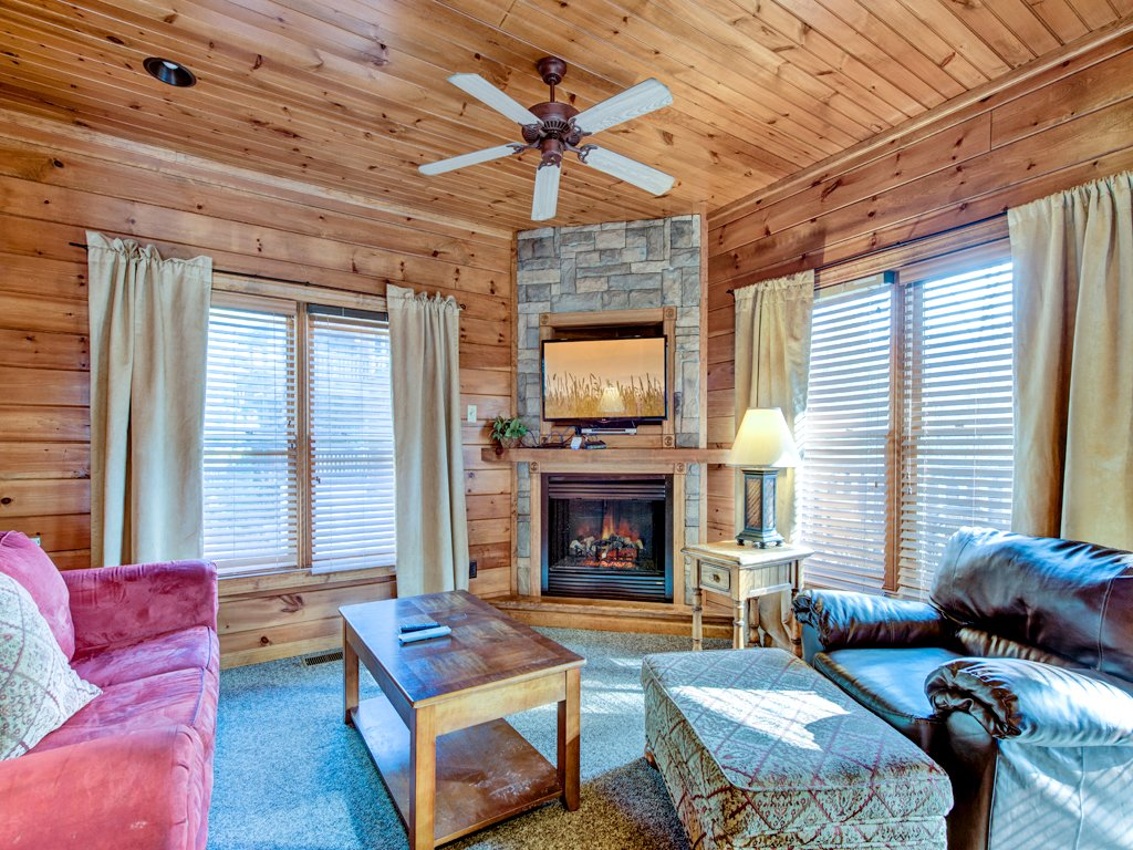 Photo of a Gatlinburg Cabin named Gatlinburg Majesty - This is the first photo in the set.