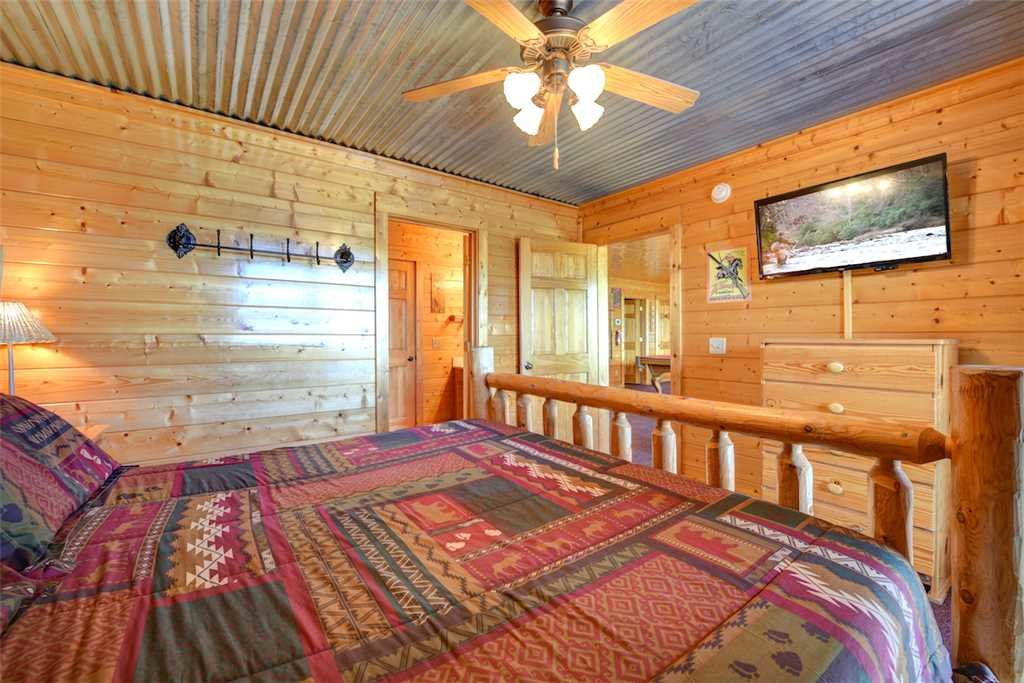 Photo of a Pigeon Forge Cabin named Mountaintop Lodge - This is the twenty-third photo in the set.