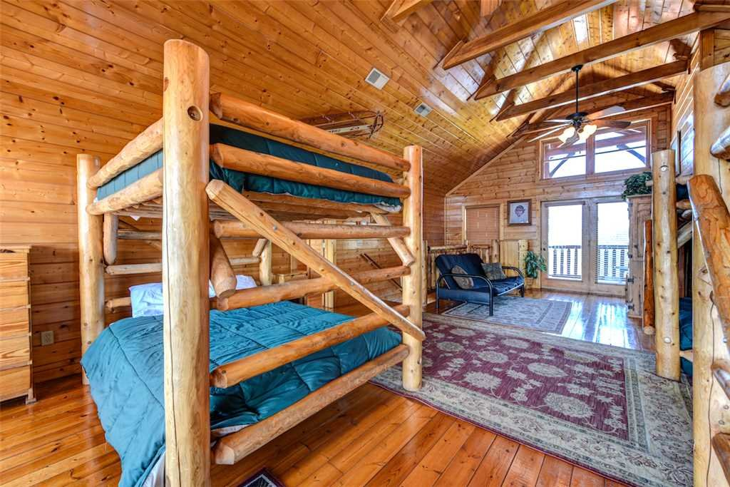 Photo of a Pigeon Forge Cabin named Mountaintop Lodge - This is the thirty-third photo in the set.