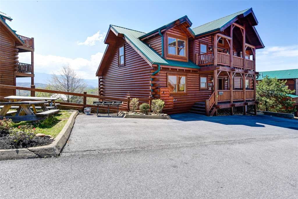 Photo of a Pigeon Forge Cabin named Mountaintop Lodge - This is the thirty-eighth photo in the set.