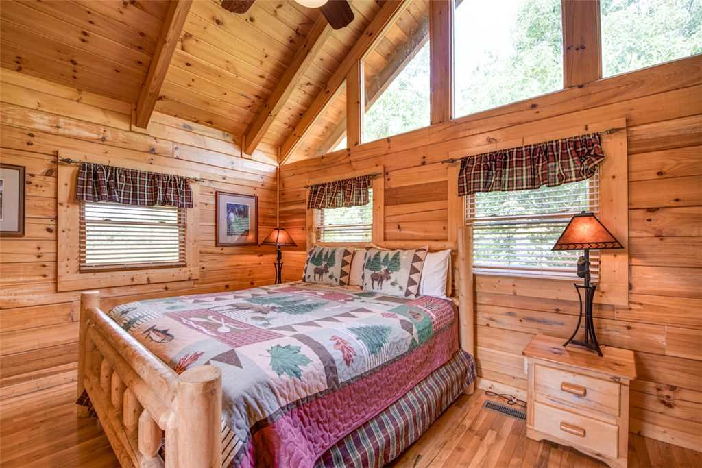 Photo of a Pigeon Forge Cabin named Absolutely Perfect - This is the thirteenth photo in the set.