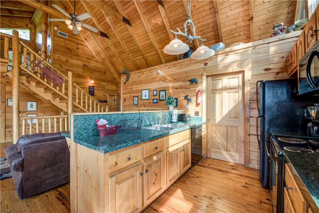 Photo of a Pigeon Forge Cabin named Burly Bear - This is the eighth photo in the set.