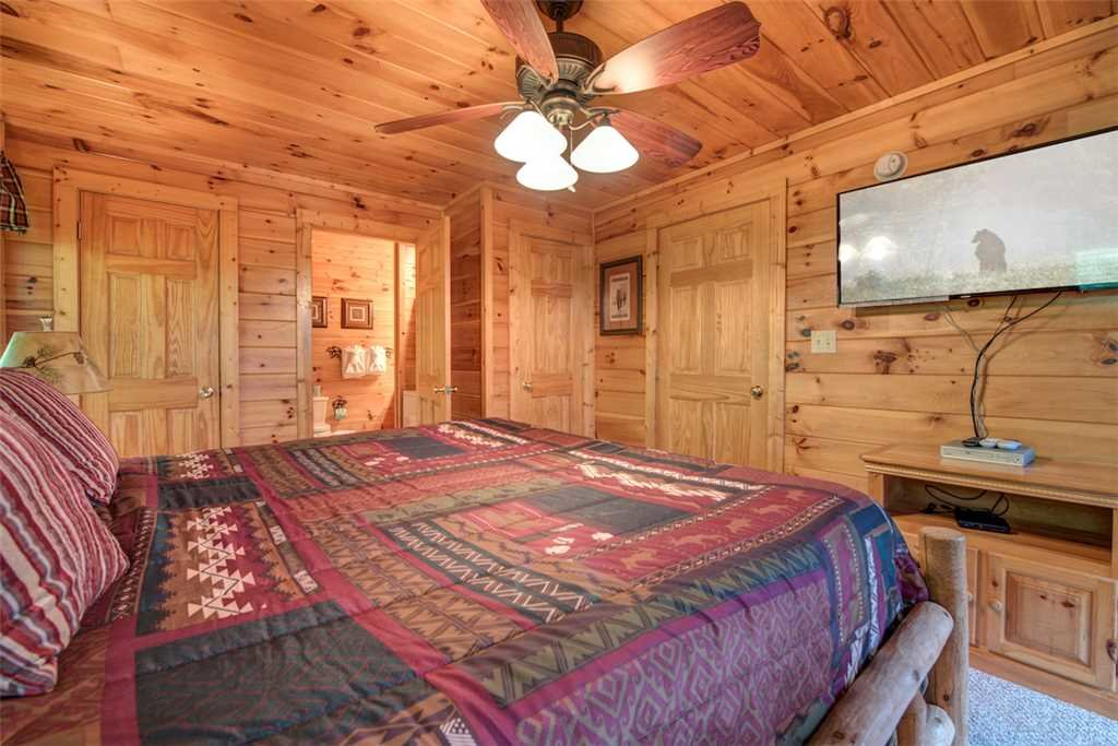 Photo of a Pigeon Forge Cabin named Absolutely Perfect - This is the seventeenth photo in the set.