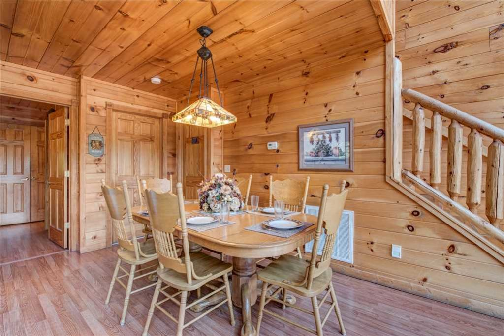Photo of a Pigeon Forge Cabin named R Bearadise - This is the sixth photo in the set.