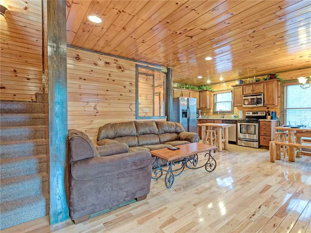 Photo of a Gatlinburg Cabin named Standing Bear Lodge - This is the third photo in the set.