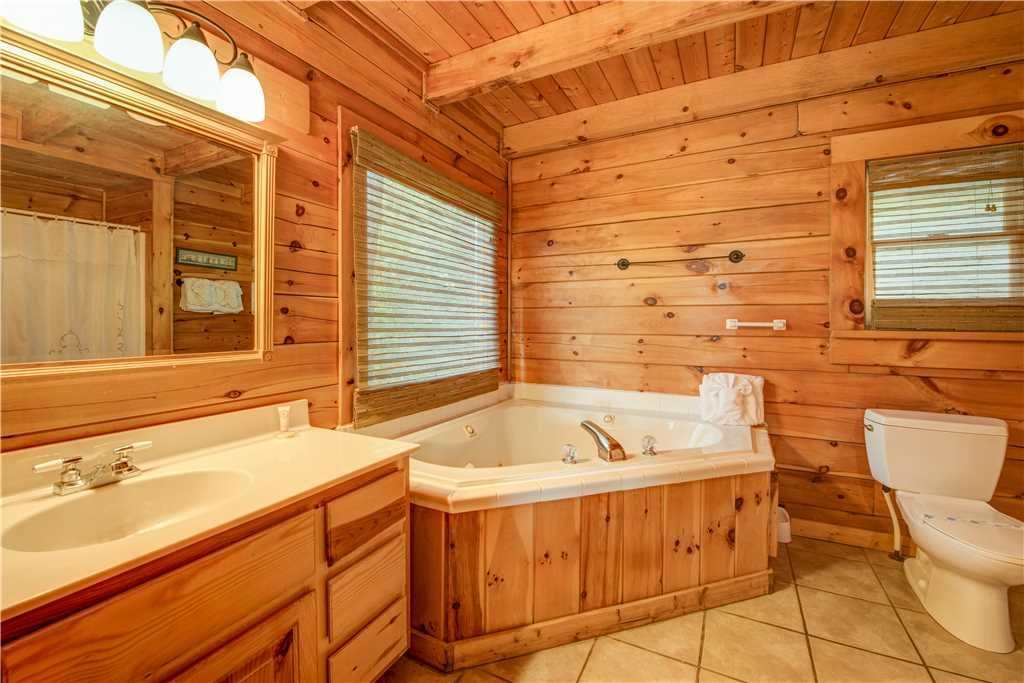 Photo of a Pigeon Forge Cabin named Burly Bear - This is the thirteenth photo in the set.