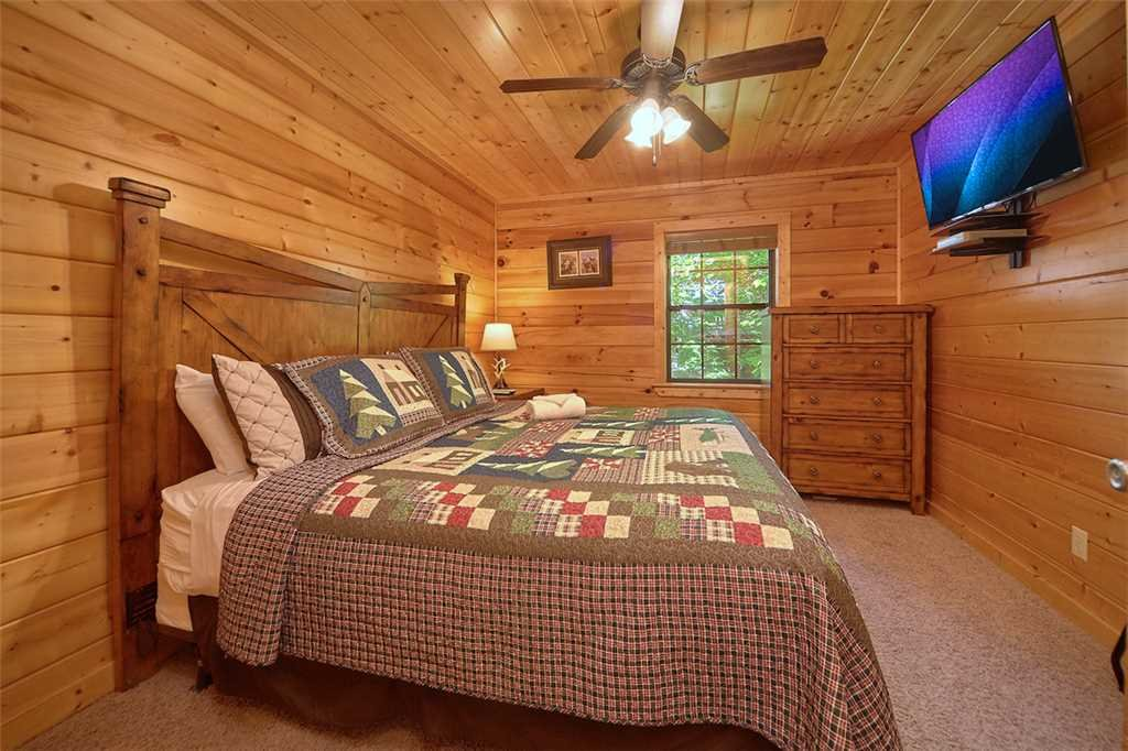 Photo of a Pigeon Forge Cabin named Smoky Mountain Hideaway - This is the twenty-ninth photo in the set.