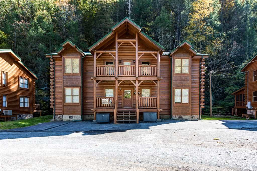 Photo of a Pigeon Forge Cabin named Water's Edge Retreat - This is the second photo in the set.
