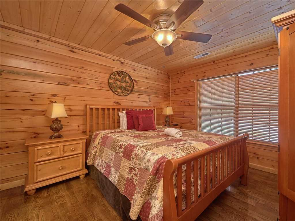 Photo of a Pigeon Forge Cabin named Hidden Springs Lodge - This is the twenty-fourth photo in the set.