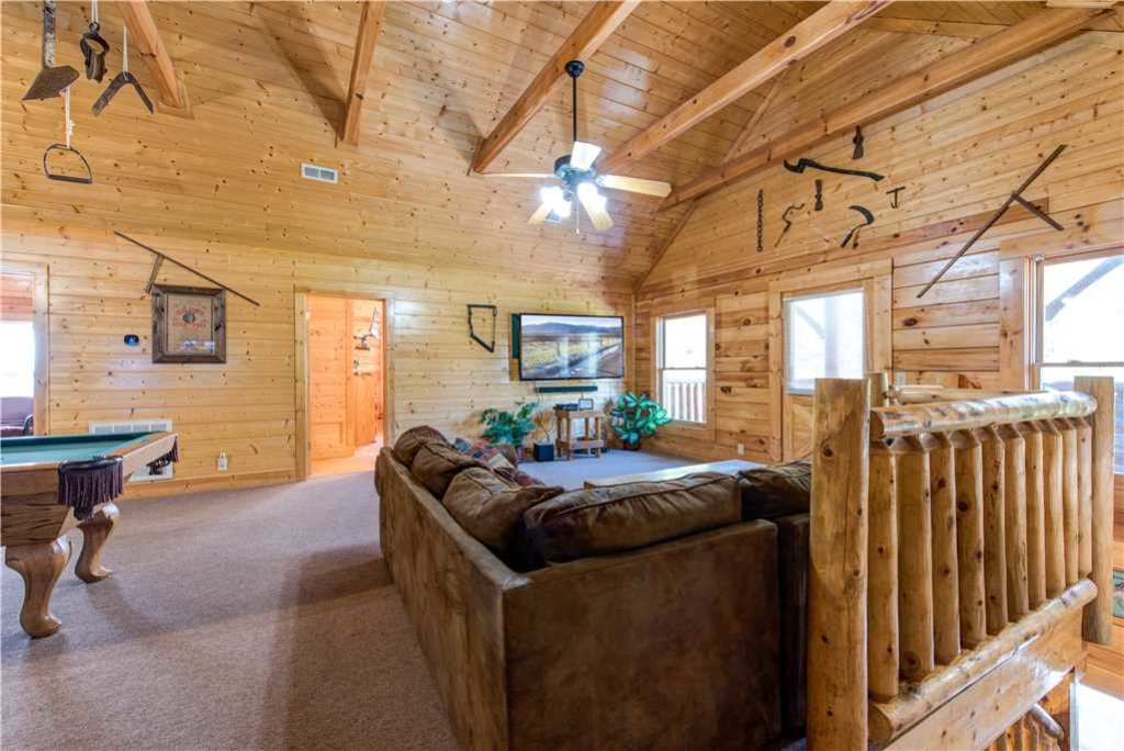 Photo of a Pigeon Forge Cabin named Water's Edge Retreat - This is the fourteenth photo in the set.