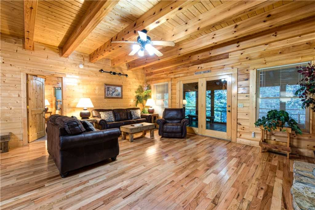Photo of a Pigeon Forge Cabin named Water's Edge Retreat - This is the fourth photo in the set.