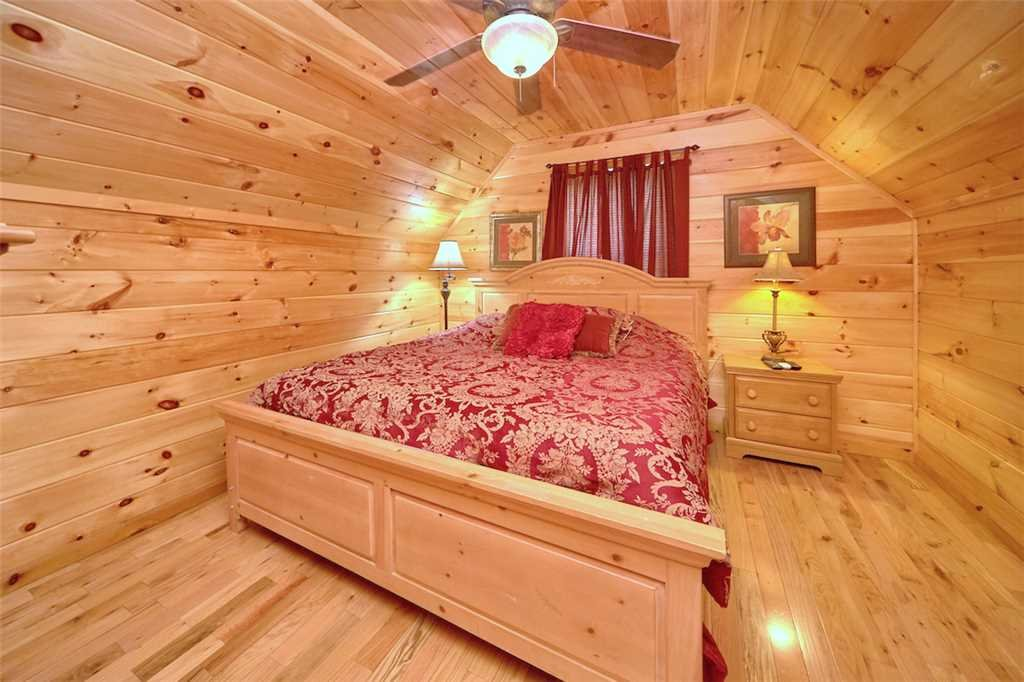 Photo of a Pigeon Forge Cabin named Good Times - This is the thirteenth photo in the set.
