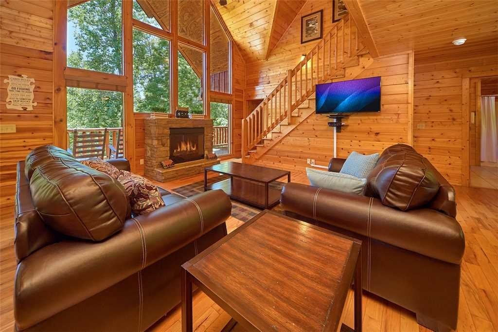 Photo of a Pigeon Forge Cabin named Smoky Mountain Hideaway - This is the first photo in the set.