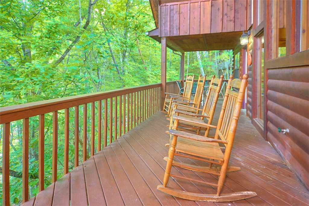 Photo of a Pigeon Forge Cabin named Good Times - This is the third photo in the set.