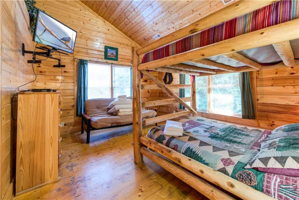 Photo of a Pigeon Forge Cabin named Water's Edge Retreat - This is the twenty-ninth photo in the set.