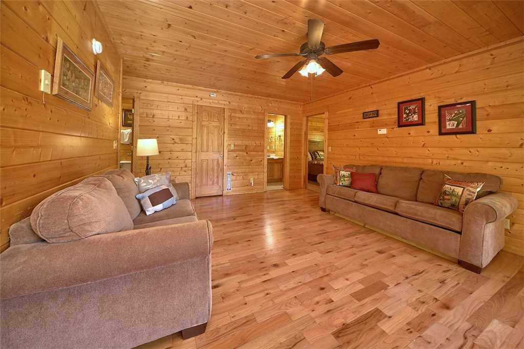 Photo of a Pigeon Forge Cabin named Smoky Mountain Hideaway - This is the thirtieth photo in the set.