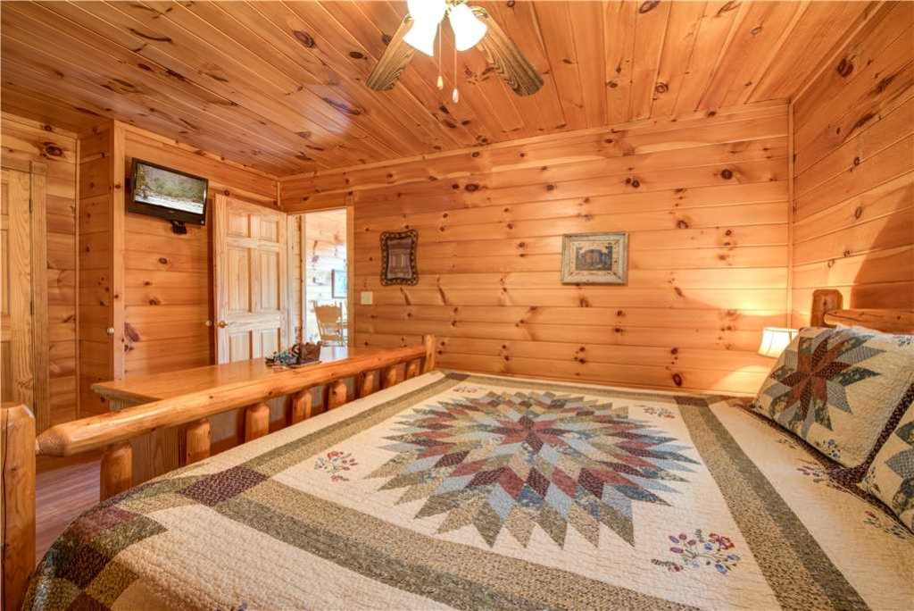 Photo of a Pigeon Forge Cabin named R Bearadise - This is the fifteenth photo in the set.