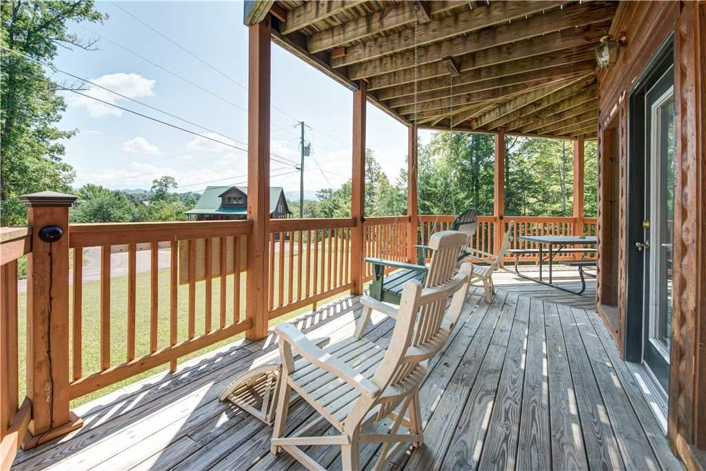 Photo of a Pigeon Forge Cabin named R Bearadise - This is the twenty-first photo in the set.