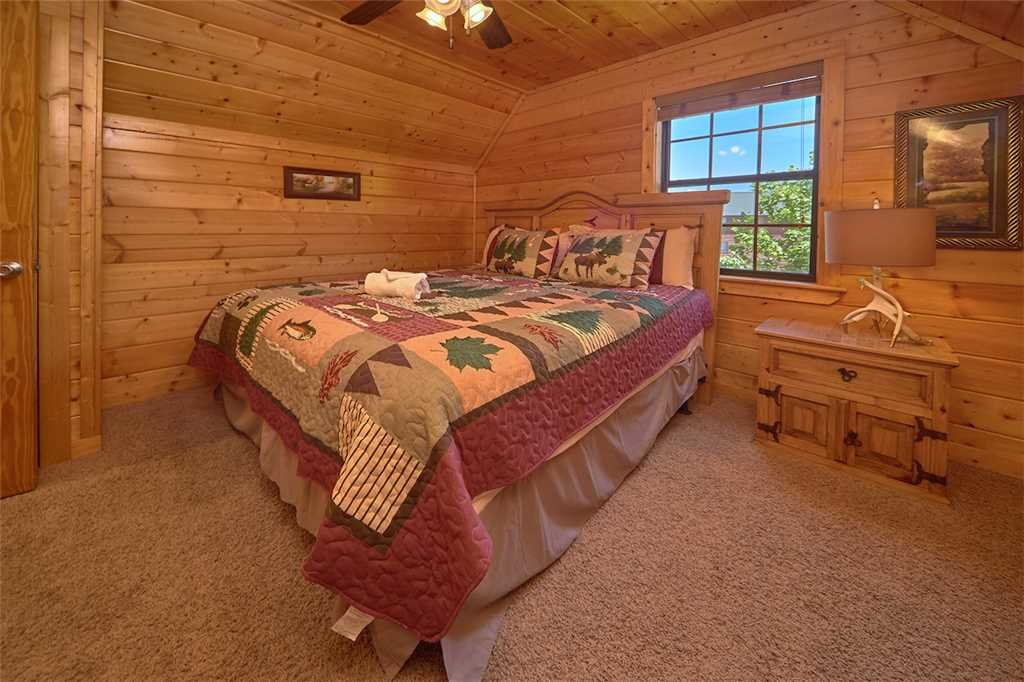 Photo of a Pigeon Forge Cabin named Smoky Mountain Hideaway - This is the twenty-second photo in the set.