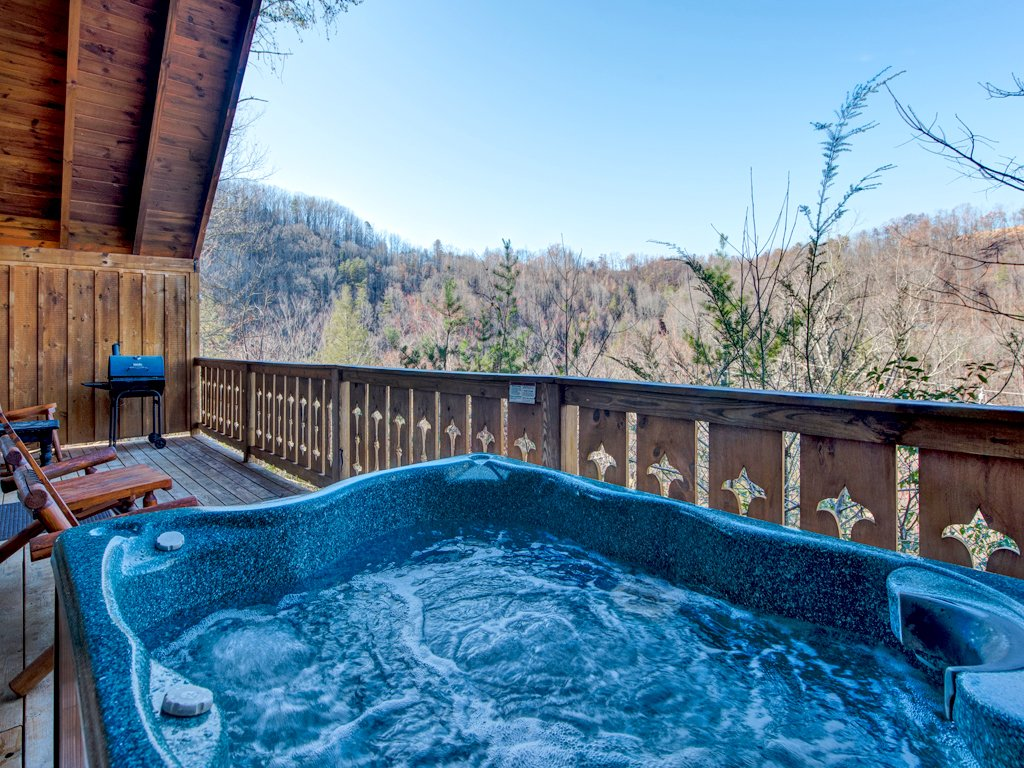 Photo of a Gatlinburg Cabin named Irish Blessings - This is the second photo in the set.