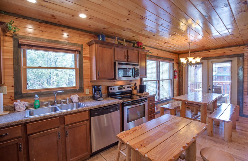 Photo of a Gatlinburg Cabin named Standing Bear Lodge - This is the fourth photo in the set.
