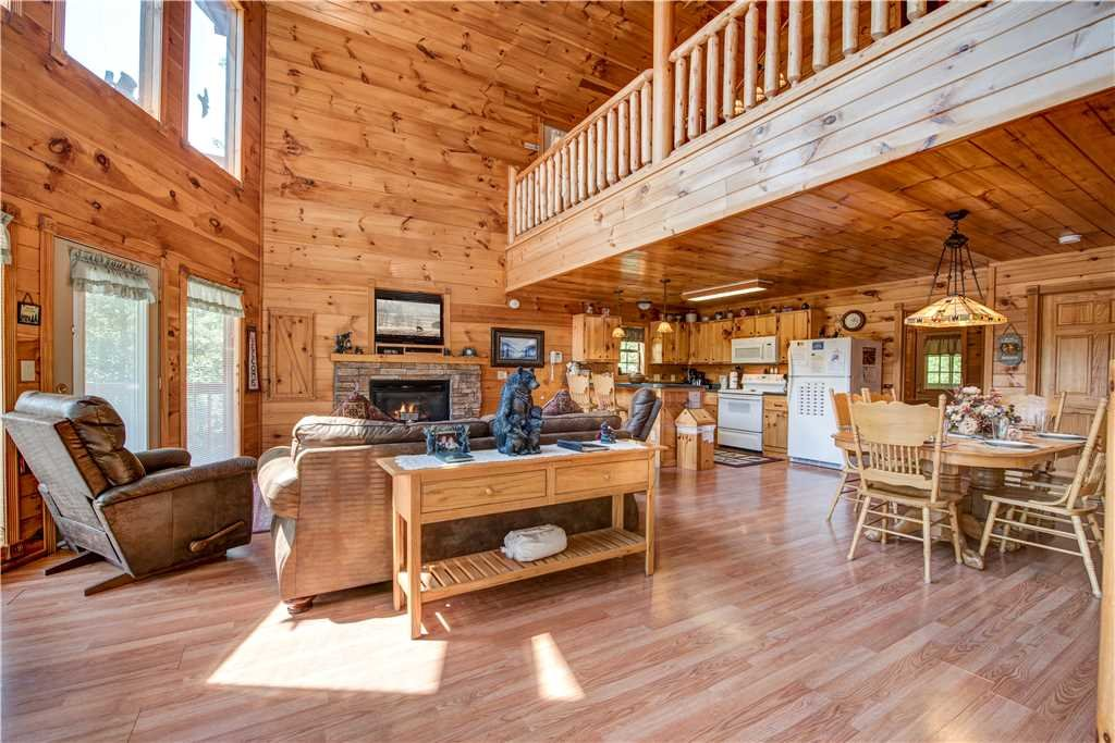 Photo of a Pigeon Forge Cabin named R Bearadise - This is the fifth photo in the set.